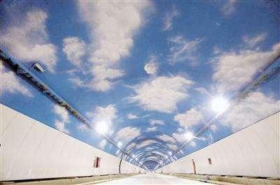 专业隧道蓝天白云彩绘施工